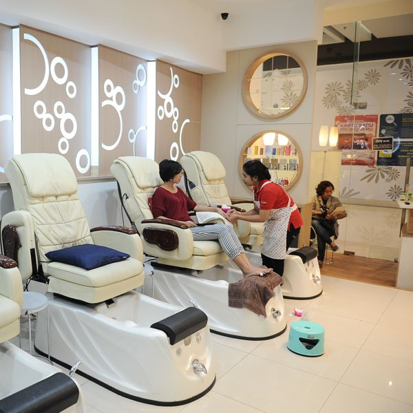 6 best nail salons in jakarta what 39 s new jakarta - Nail salon interior design photos ...